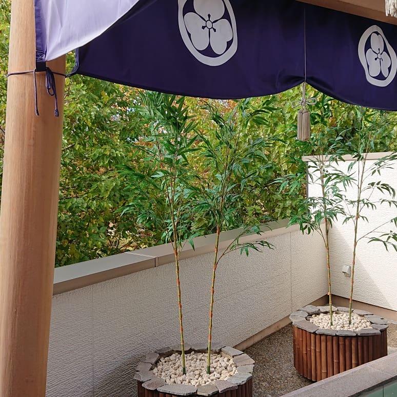 土俵露天風呂植木飾りセッティング