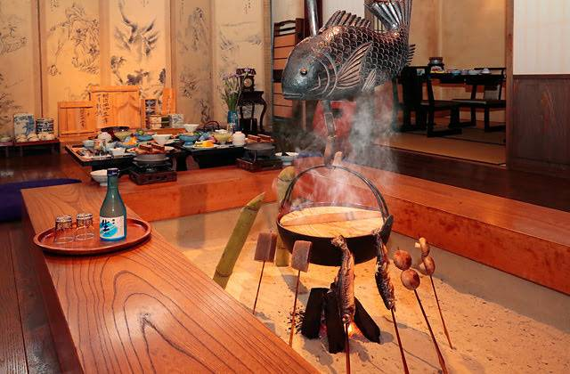 囲炉裏で竹酒に釜焚き栗ご飯♪